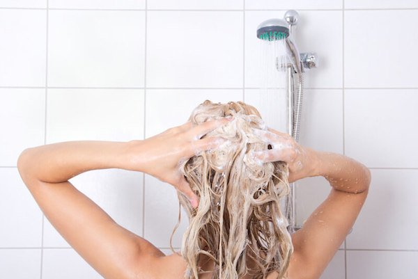 12 Toxic Ingredients to Avoid in Shampoo and Conditioner (They Cause Cancer..)