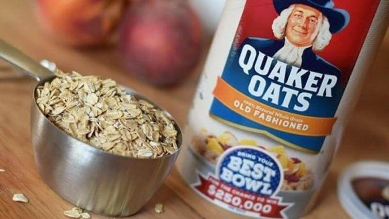 Quaker oats with measuring cup signifying glyphosate-free oats will be a thing of the future