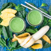 healthy weight loss smoothie recipe with bananas, greens and pineapple